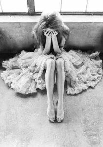 悲しみ-211x300