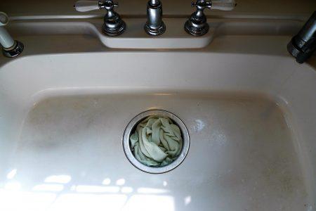 キッチンの排水口の詰まりを直すタオル