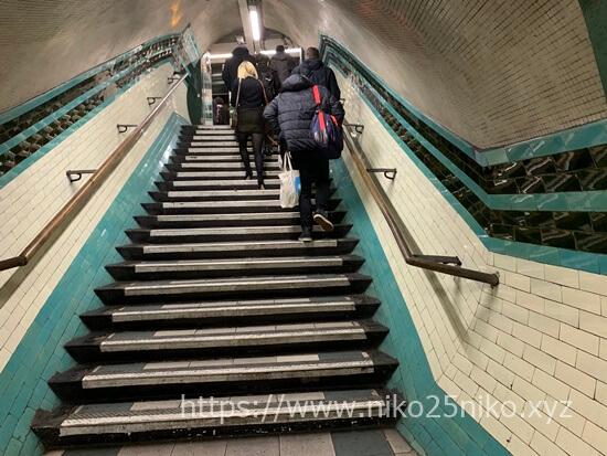 ラッセルスクエア駅の階段