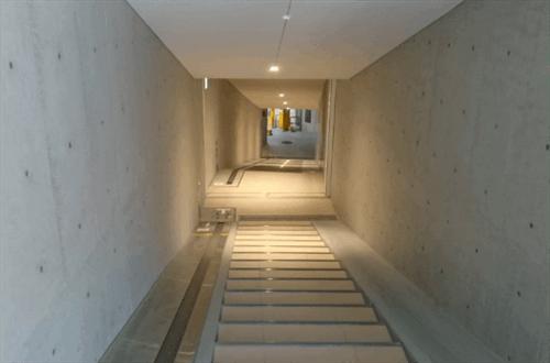 JPタワー名古屋駐輪場の階段と入り口
