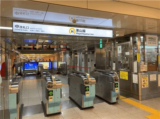 名古屋市営地下鉄の10番改札口を出て階段を降りたところにある栄西店サカエチカのコンパルは禁煙です。